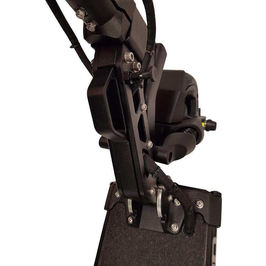 MiniMotors Dualtron Mini 52 V 13 Ah - Le double verrouillage, lors du pliage et du dépliage, est difficile à enclencher... Il faut un peu de force et d'entraînement.