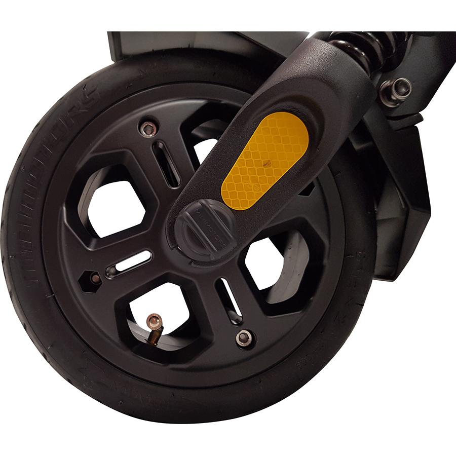 MiniMotors Dualtron Mini 52 V 13 Ah - La roue avant (8,5 pouces), à pneu gonflable.