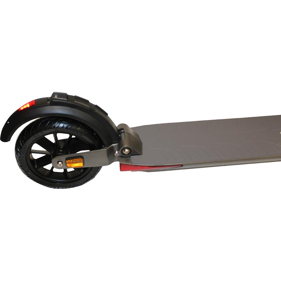 E-Twow Booster S Plus Premium 2020 - Le pneu arrière est dur (non gonflable), comme celui de la roue avant.