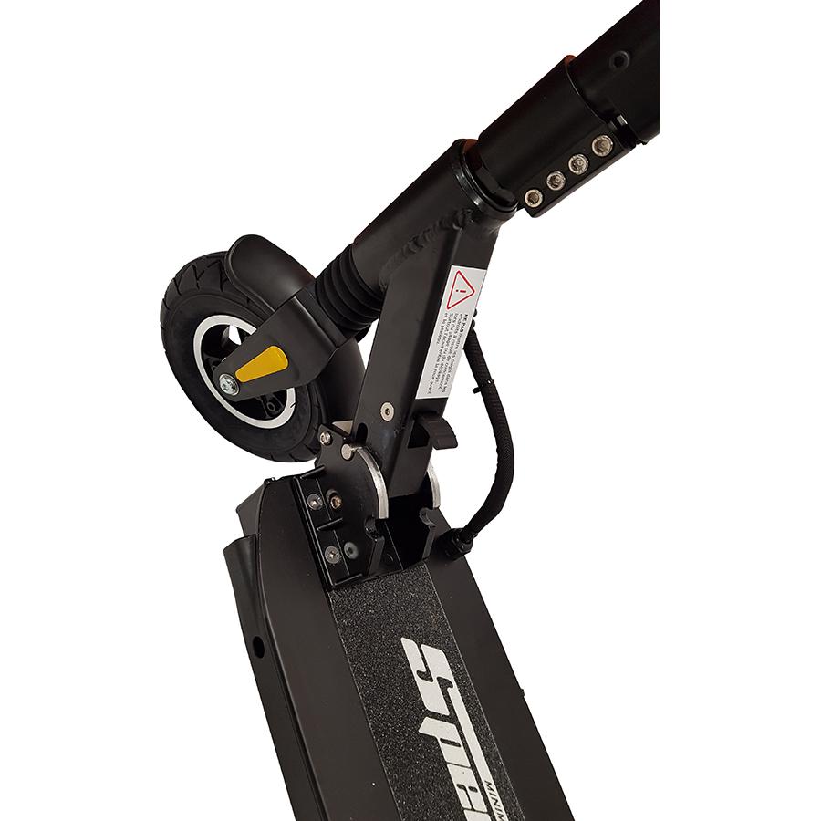 MiniMotors Speedway Mini Pro Lite - Les pneus avant et arrière gonflables mesurent 200 × 50 mm. Le loquet, sur lequel il faut appuyer, permet de plier la trottinette.