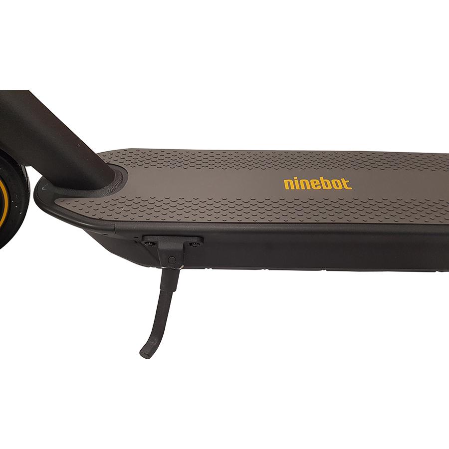 Ninebot KickScooter Max G30 - La béquille, pratique pour stationner l'engin.
