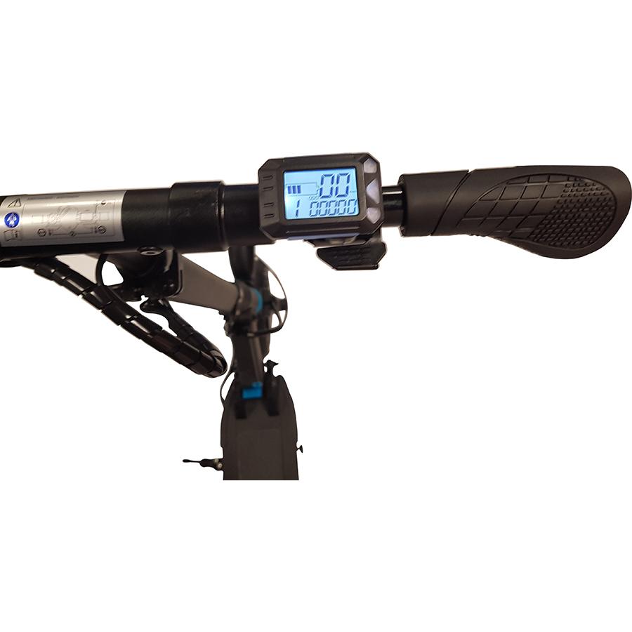 Qilive Q.4324(*1*) - L'afficheur indique le niveau de la batterie, le niveau d'assistance, la vitesse et la distance parcourue. En dessous, la gâchette d'accélération.