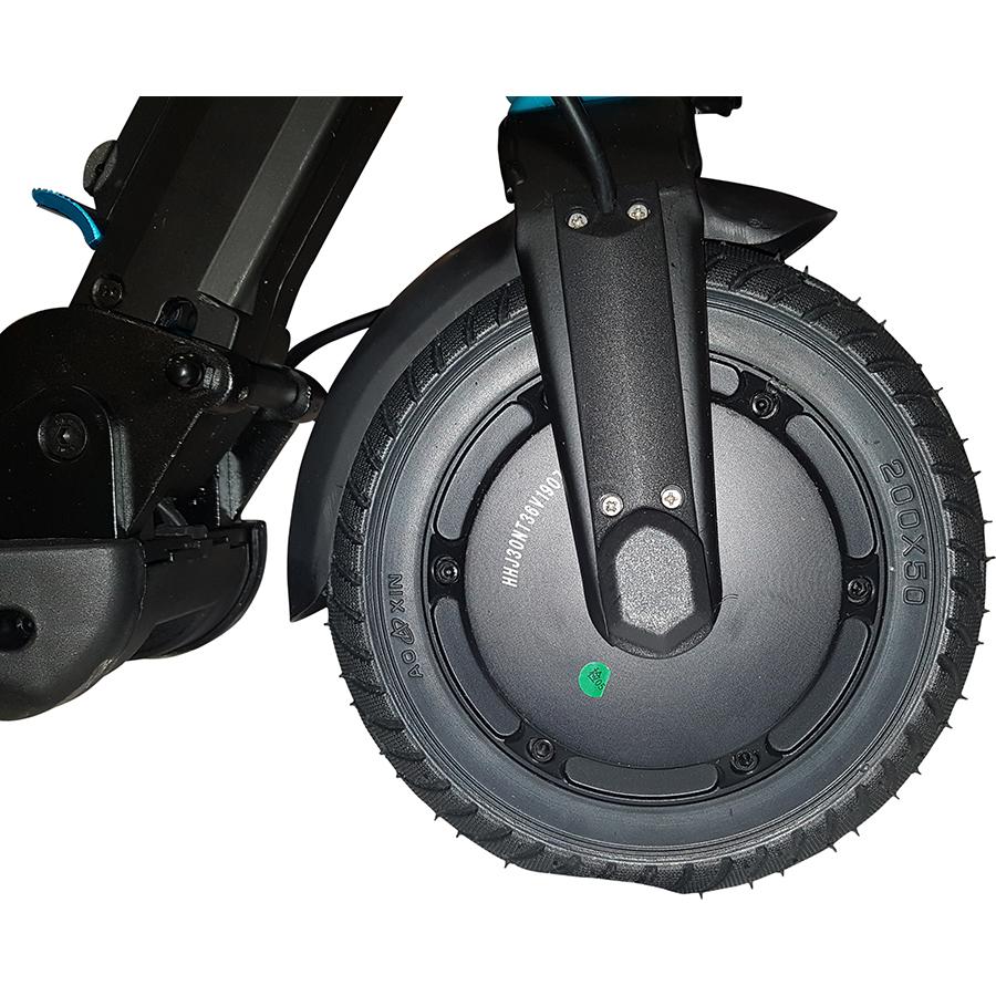 Qilive Q.4324(*1*) - À l'avant, la roue motrice et son pneu dur, non gonflable.