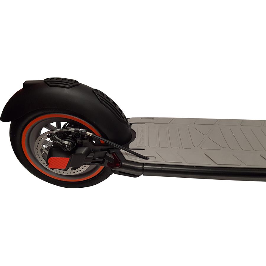Urban Glide Ride 85XL(*1*) - À l'arrière, une roue de 8,5 pouces avec pneu gonflable.