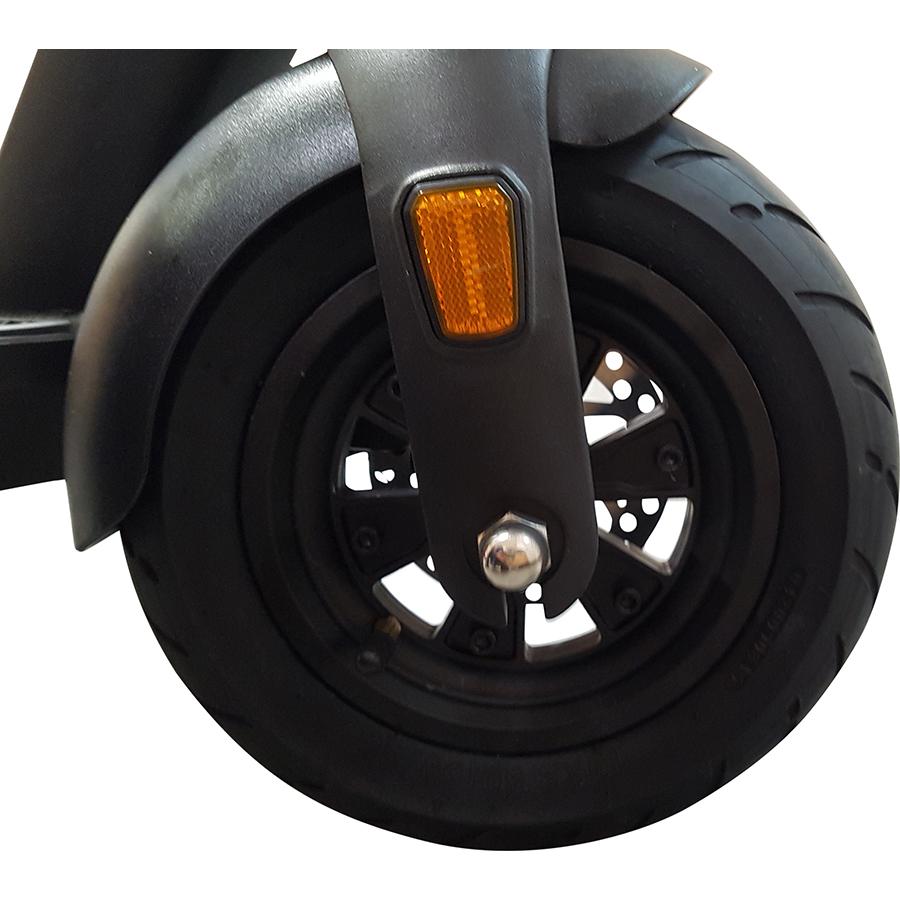 Wispeed SUV1000 - La roue avant motrice et son pneu gonflable de 10 pouces.