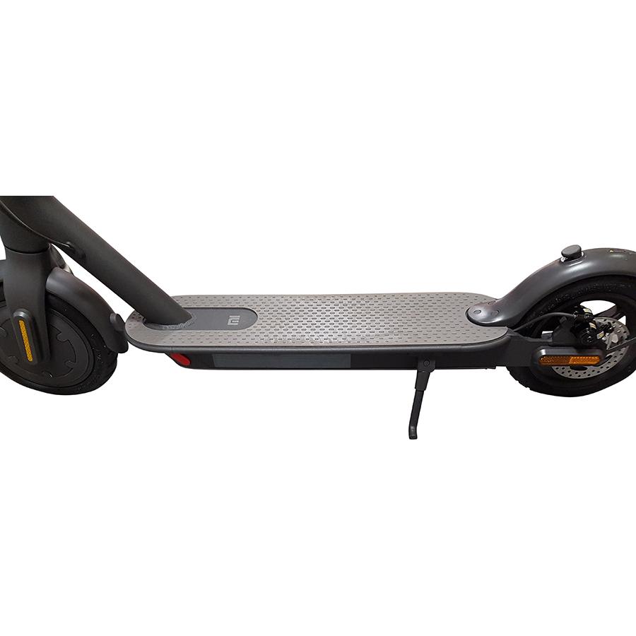 Xiaomi Essential FR Mi Electric Scooter - La béquille, pratique pour stationner l'engin.