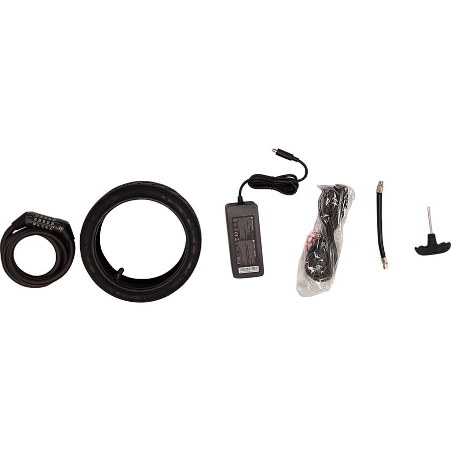Xiaomi Mi Electric Scooter Pro 2 - Le chargeur et les autres accessoires livrés.