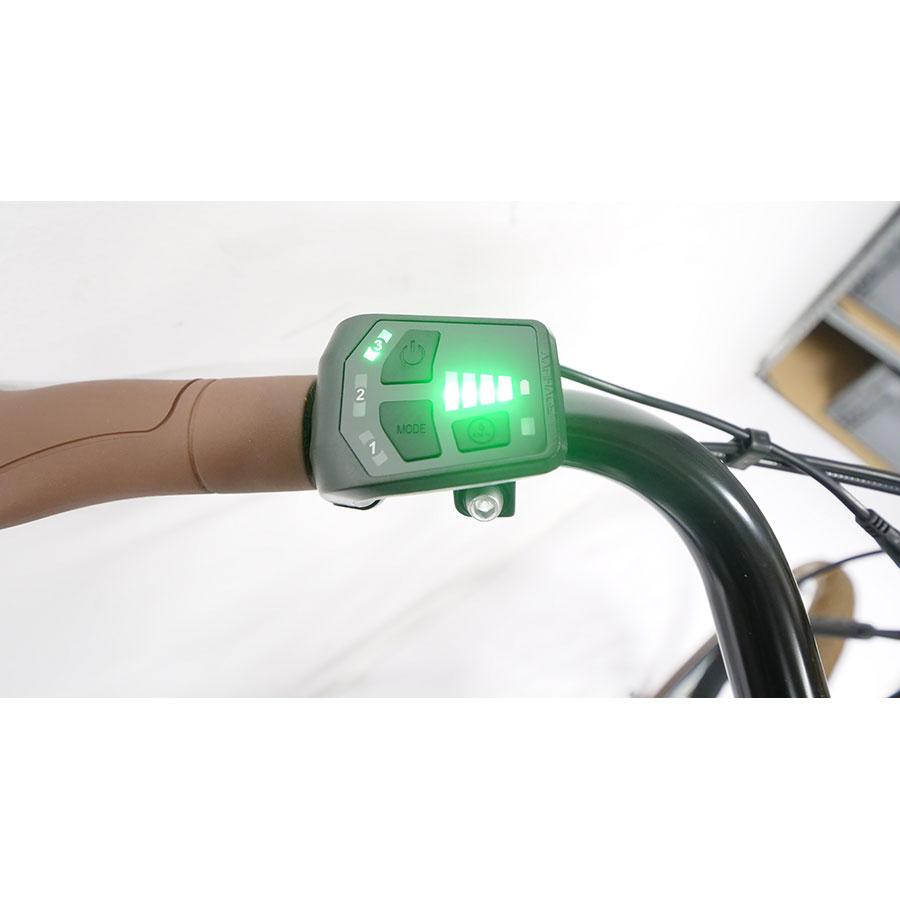 Nakamura E-City 50 - L'écran d'affichage a fait place à un indicateur lumineux indiquant le niveau d'assistance et le niveau de la batterie.