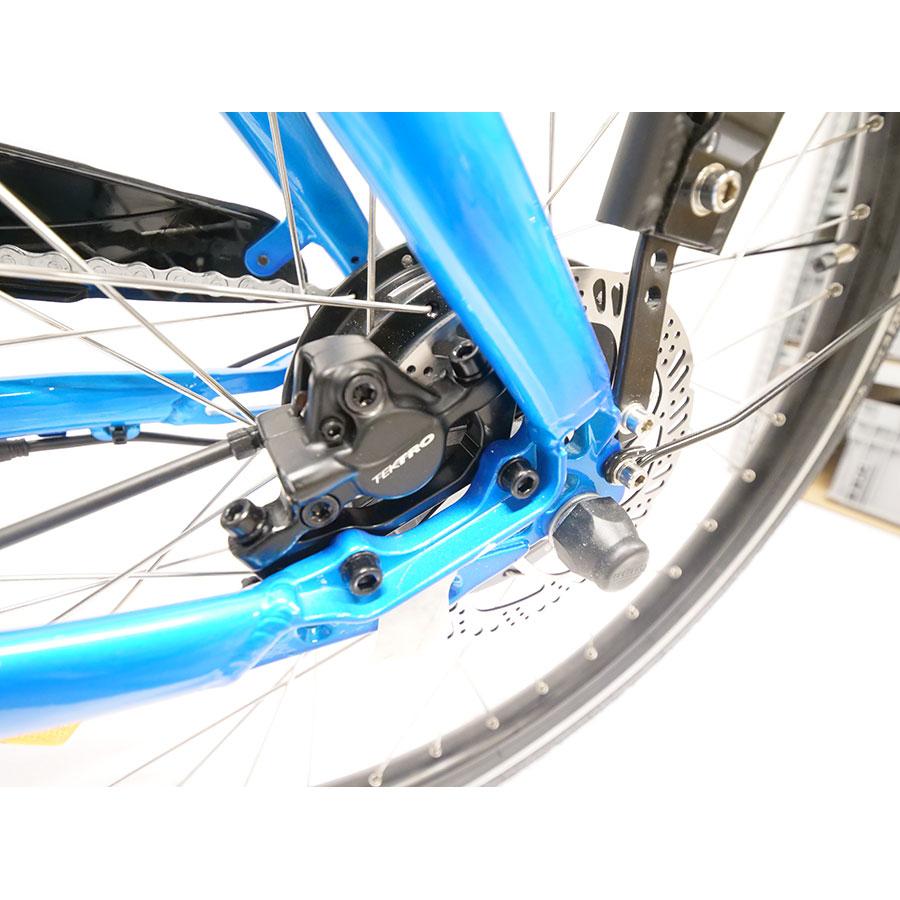 Neomouv Carlina - Le freinage très puissant est assuré par des freins à disque hydrauliques.