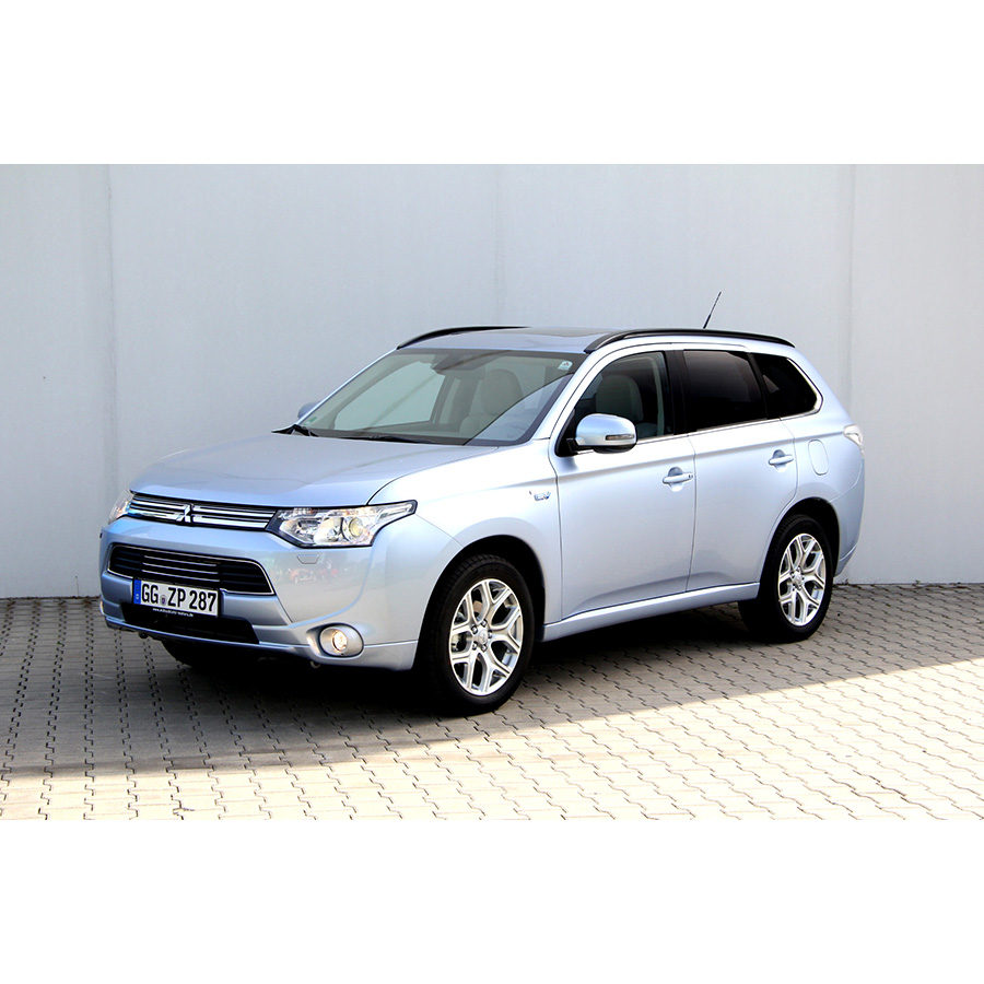 test mitsubishi outlander 2 0i 120 phev 4wd comparatif. Black Bedroom Furniture Sets. Home Design Ideas