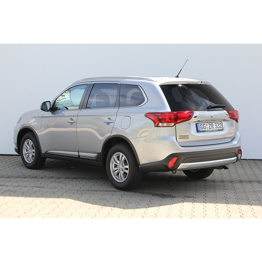 test mitsubishi outlander 150 2wd comparatif suv. Black Bedroom Furniture Sets. Home Design Ideas