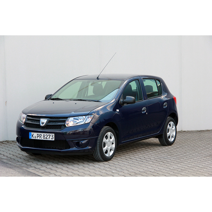 test dacia sandero 1 2 16v 75 gpl essai voiture citadine. Black Bedroom Furniture Sets. Home Design Ideas