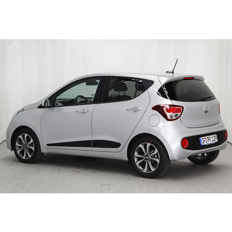 test hyundai i10 1 2 87 bvm 5 essai voiture citadine. Black Bedroom Furniture Sets. Home Design Ideas