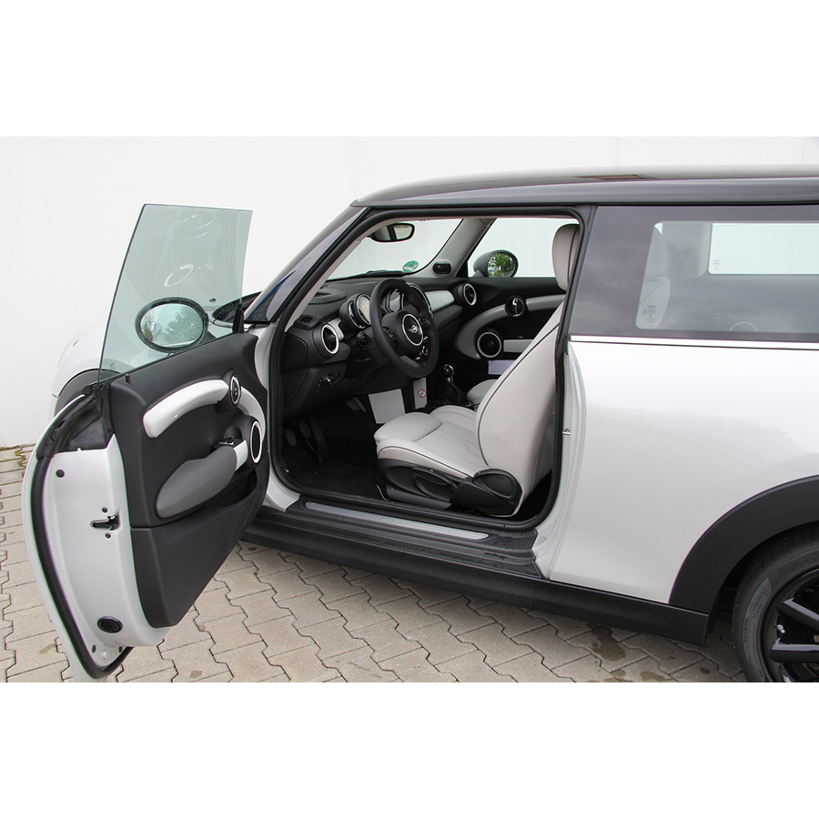 test mini cooper 136 ch essai voiture citadine ufc que. Black Bedroom Furniture Sets. Home Design Ideas
