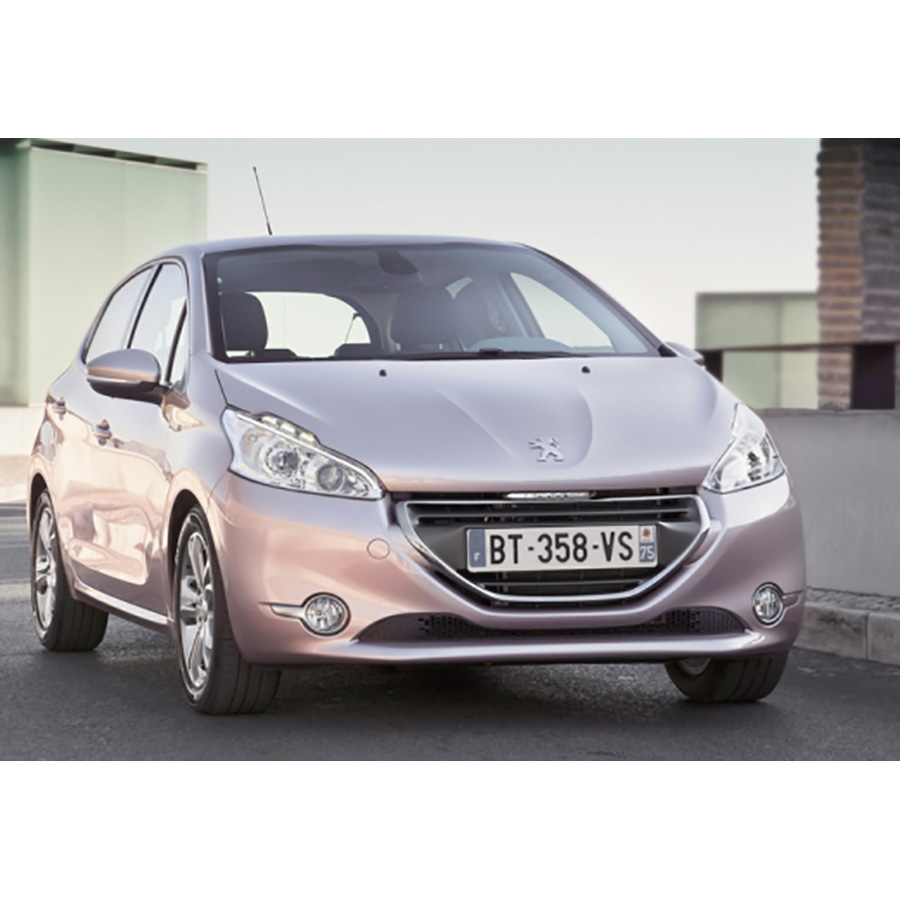 test peugeot 208 1 2 vti 82 bvm5 essai voiture citadine. Black Bedroom Furniture Sets. Home Design Ideas