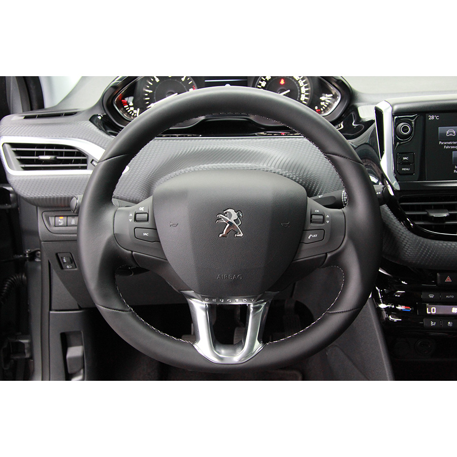 test peugeot 208 bluehdi 100 ch essai voiture citadine. Black Bedroom Furniture Sets. Home Design Ideas