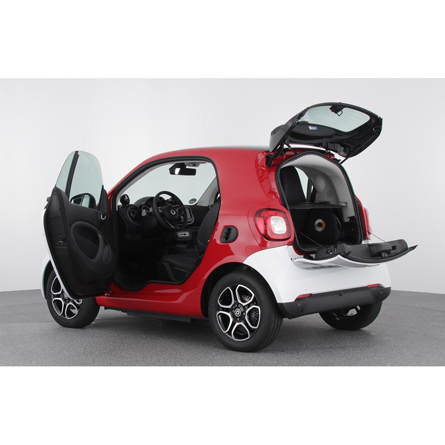 Test smart fortwo coup 82 ch lectrique ba1 essai voiture citadine ufc que choisir - Test coupe bordure electrique ...