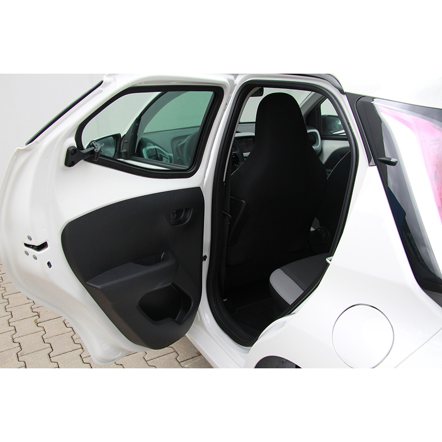test toyota aygo 1 0 vvt i essai voiture citadine ufc que choisir. Black Bedroom Furniture Sets. Home Design Ideas
