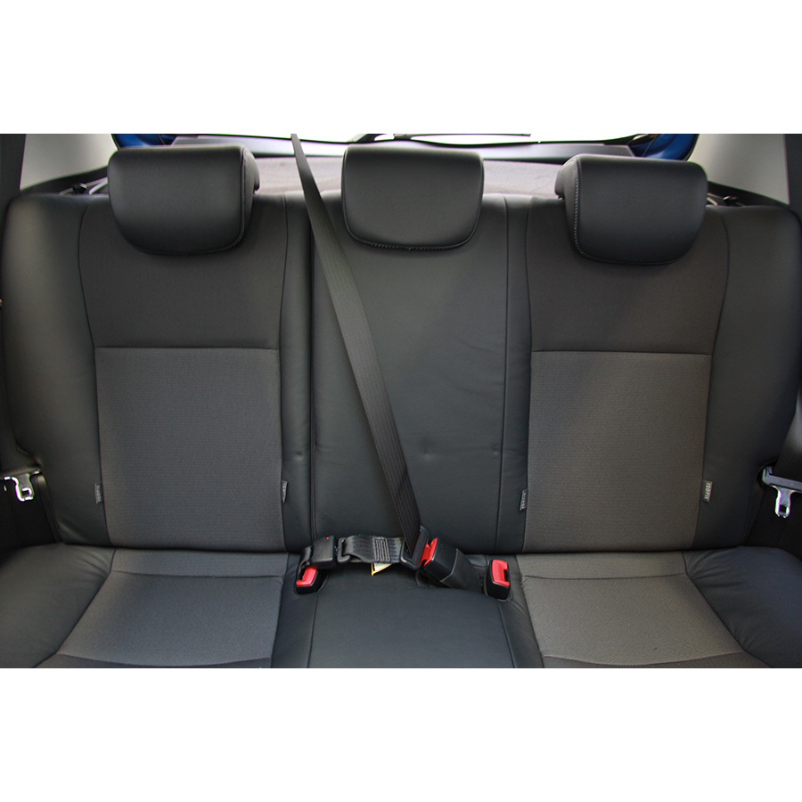test toyota yaris 100 vvt i essai voiture citadine ufc que choisir. Black Bedroom Furniture Sets. Home Design Ideas