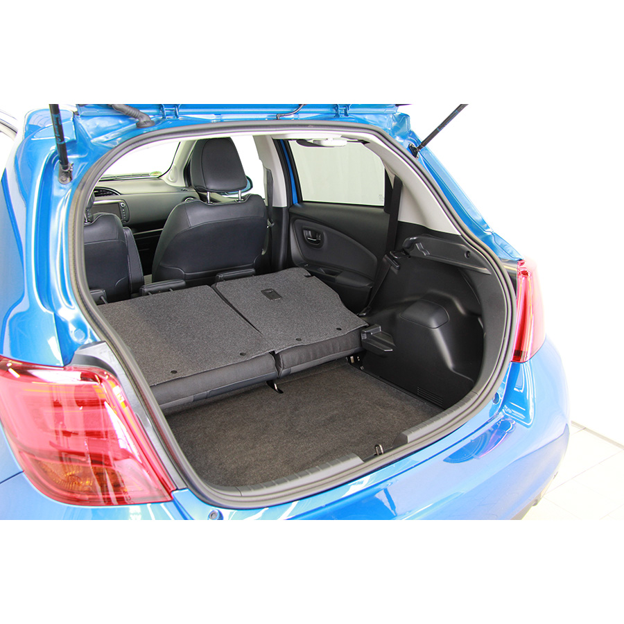 voiture toyota yaris toyota yaris 3 collection 2014 aujourd 39 hui essais comparatif d 39. Black Bedroom Furniture Sets. Home Design Ideas