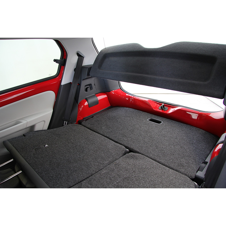 test volkswagen up 1 0 90 beatsaudio essai voiture citadine ufc que choisir. Black Bedroom Furniture Sets. Home Design Ideas