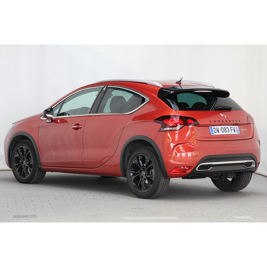 test ds ds4 crossback bluehdi 180 s s eat6 essai voiture compacte ufc que choisir. Black Bedroom Furniture Sets. Home Design Ideas