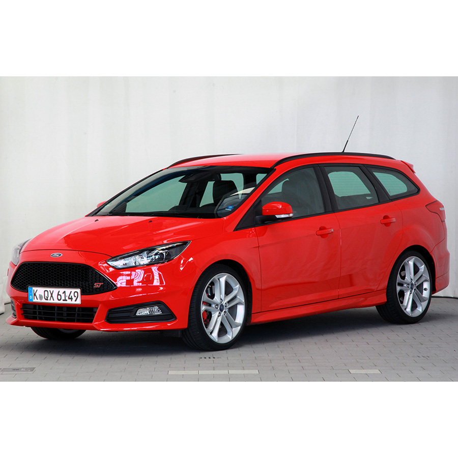 test ford focus sw 2 0 ecoboost 250 start stop essai voiture compacte ufc que choisir. Black Bedroom Furniture Sets. Home Design Ideas