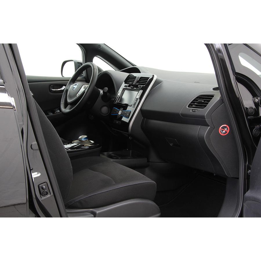 test nissan leaf 30 kwh essai voiture compacte ufc que choisir. Black Bedroom Furniture Sets. Home Design Ideas