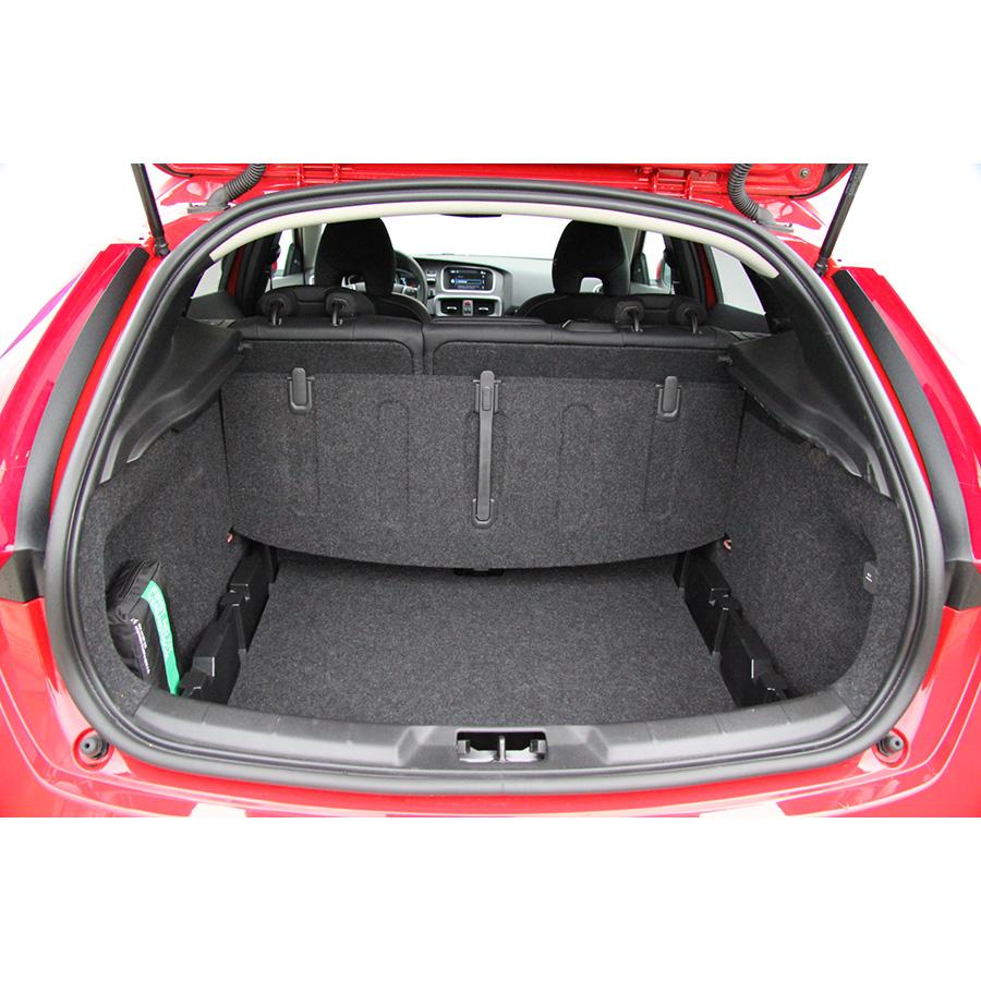 test volvo v40 t2 essai voiture compacte ufc que choisir. Black Bedroom Furniture Sets. Home Design Ideas