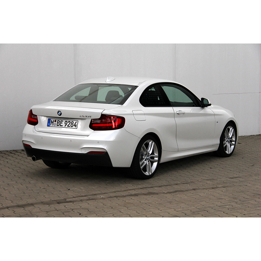 test bmw 220i coup a essai voiture coup cabriolet ufc que choisir. Black Bedroom Furniture Sets. Home Design Ideas