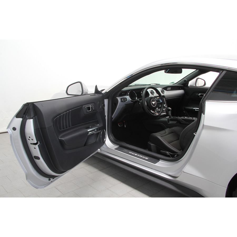 Ford Mustang Fastback V8 5.0 421 GT A -