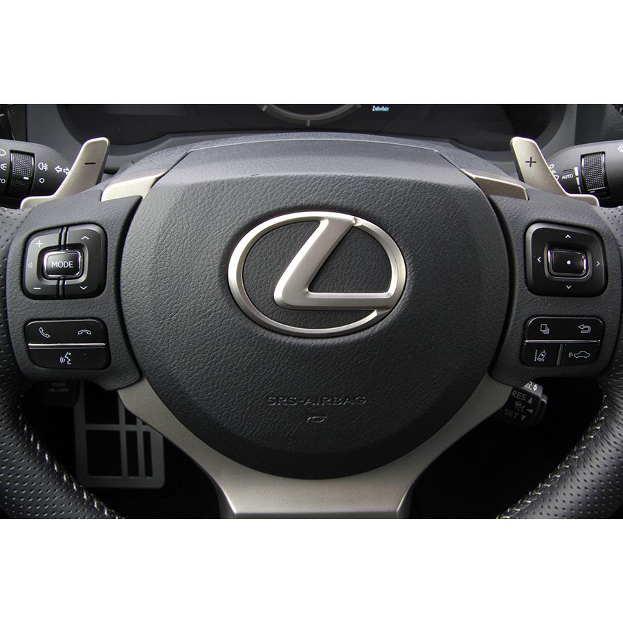 Lexus RC 200t A -