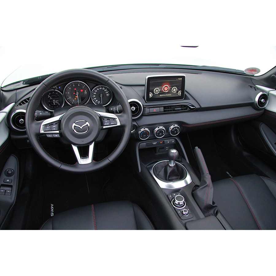 test mazda mx 5 1 5l skyactiv g 131 ch essai voiture coup cabriolet ufc que choisir. Black Bedroom Furniture Sets. Home Design Ideas