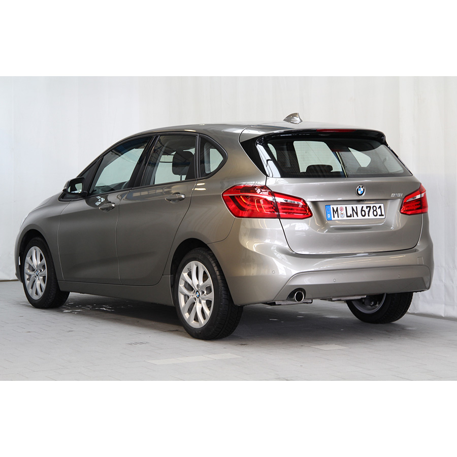 test bmw 218i active tourer essai monospace ufc que. Black Bedroom Furniture Sets. Home Design Ideas