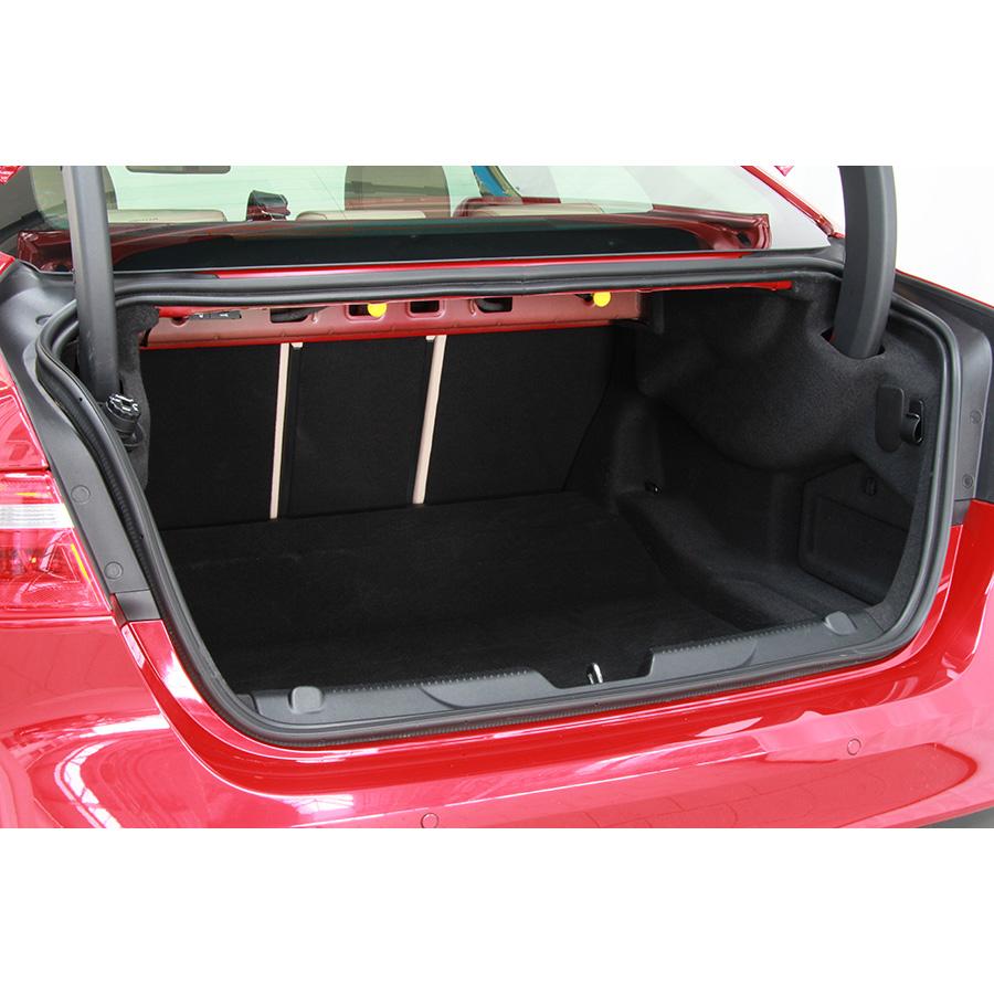 test jaguar xe 2 0 d 180 a essai voiture routi re ufc que choisir. Black Bedroom Furniture Sets. Home Design Ideas
