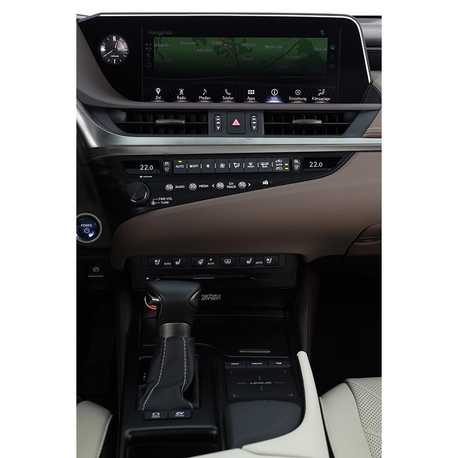 Lexus ES 300h -
