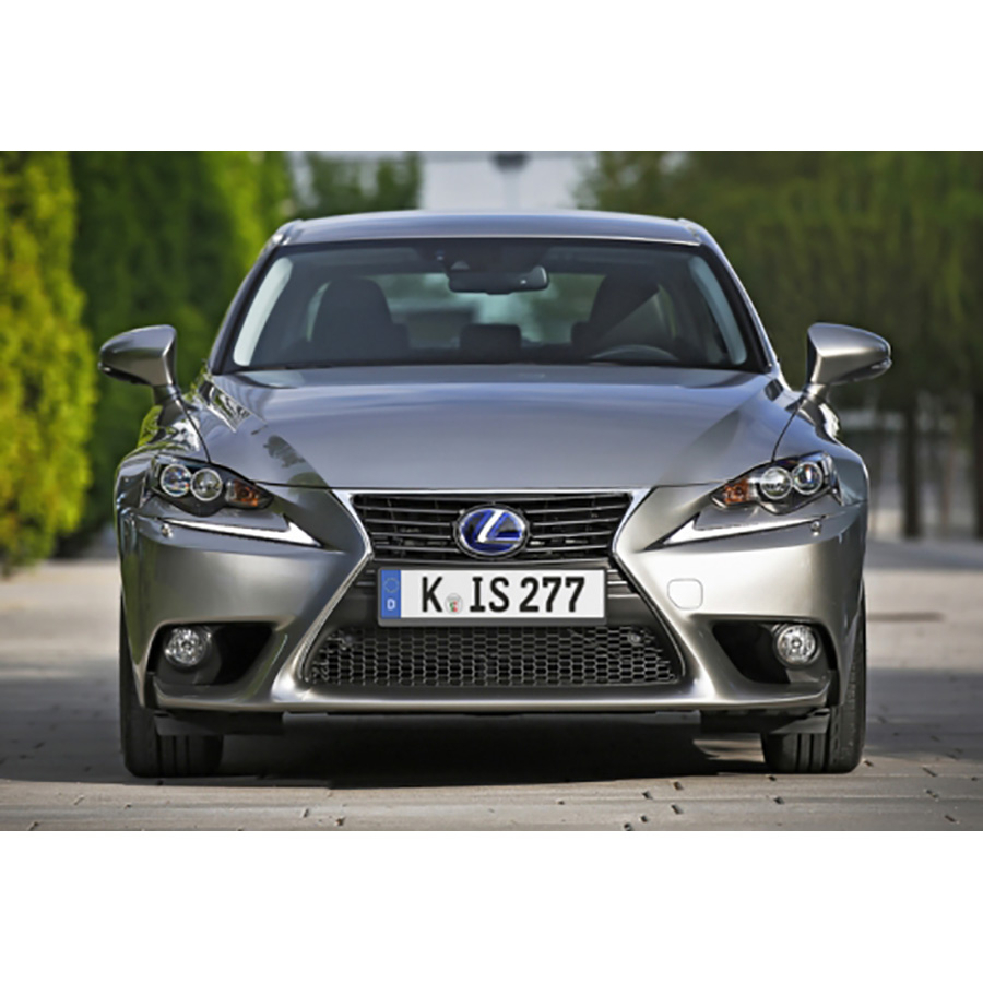 Lexus IS 300h -