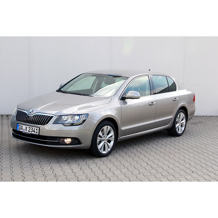 test skoda superb 1 4 tsi 125 greentec essai voiture routi re ufc que choisir. Black Bedroom Furniture Sets. Home Design Ideas
