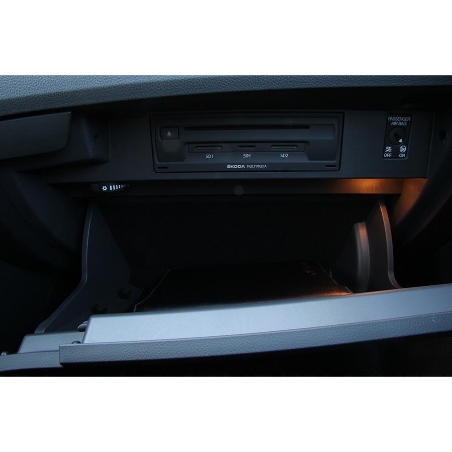 test skoda superb combi 1 6 tdi 120 essai voiture routi re ufc que choisir. Black Bedroom Furniture Sets. Home Design Ideas