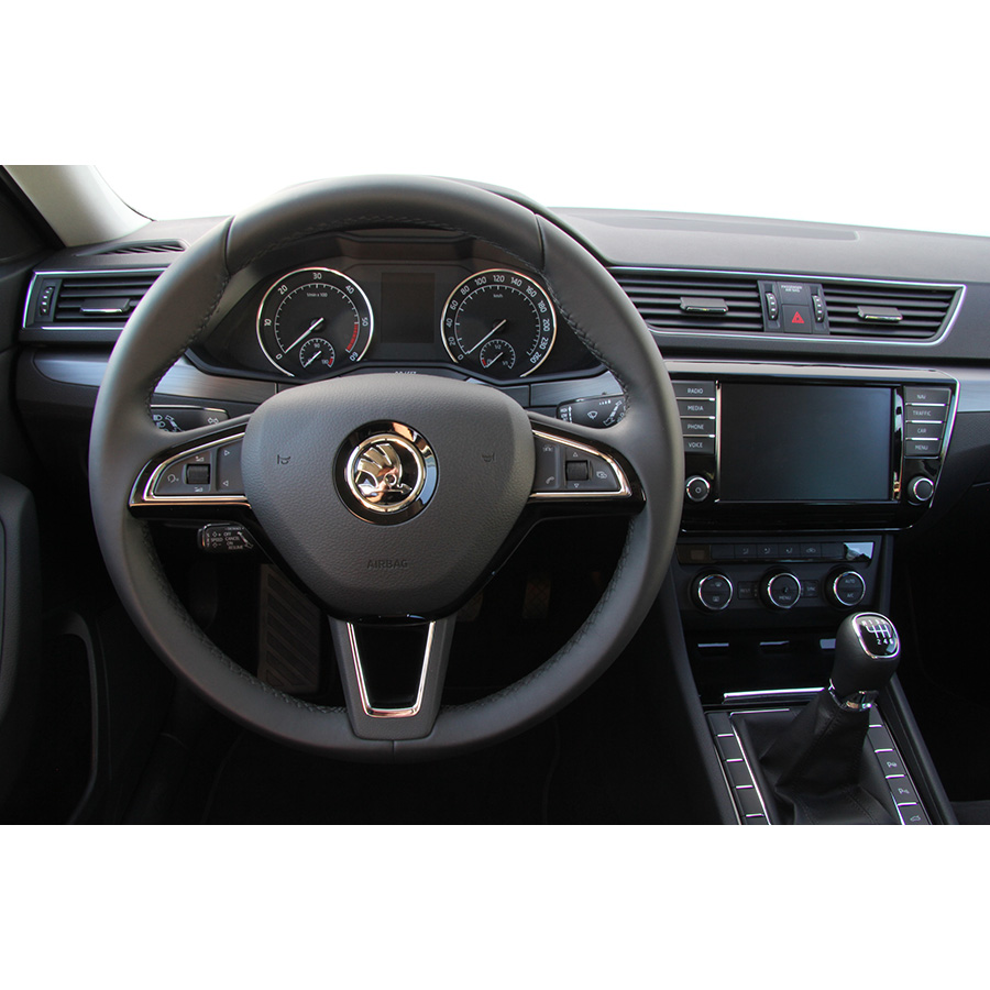 test skoda superb combi 1 6 tdi 120 essai voiture routi re ufc que choisir. Black Bedroom Furniture Sets. Home Design Ideas