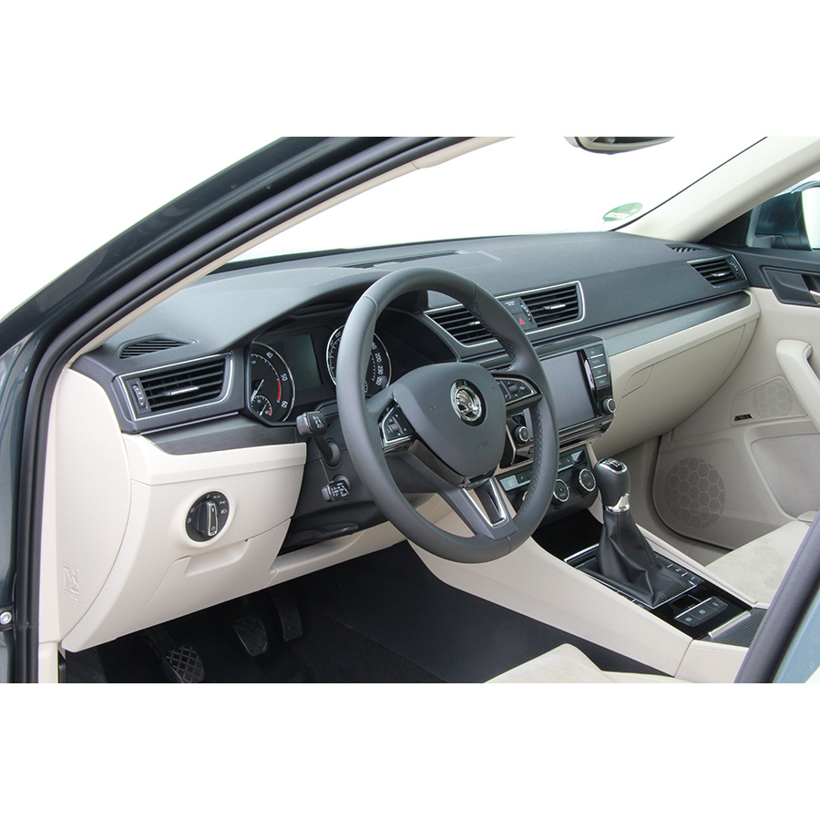 test skoda superb combi 2 0 tdi 190 essai voiture routi re ufc que choisir. Black Bedroom Furniture Sets. Home Design Ideas