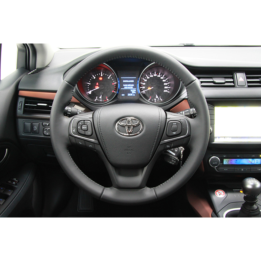 Toyota Avensis Touring Sports 143 D-4D -