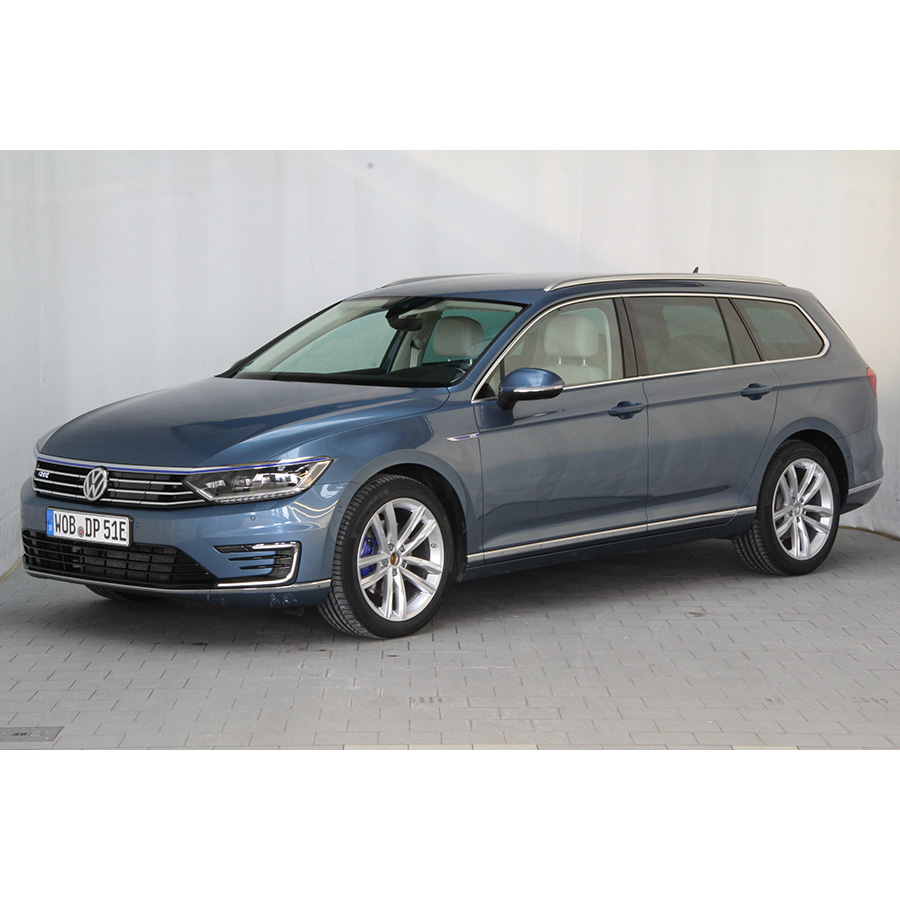 test volkswagen passat sw 1 4 tsi 218 hybride rechargeable dsg6 essai voiture routi re ufc. Black Bedroom Furniture Sets. Home Design Ideas