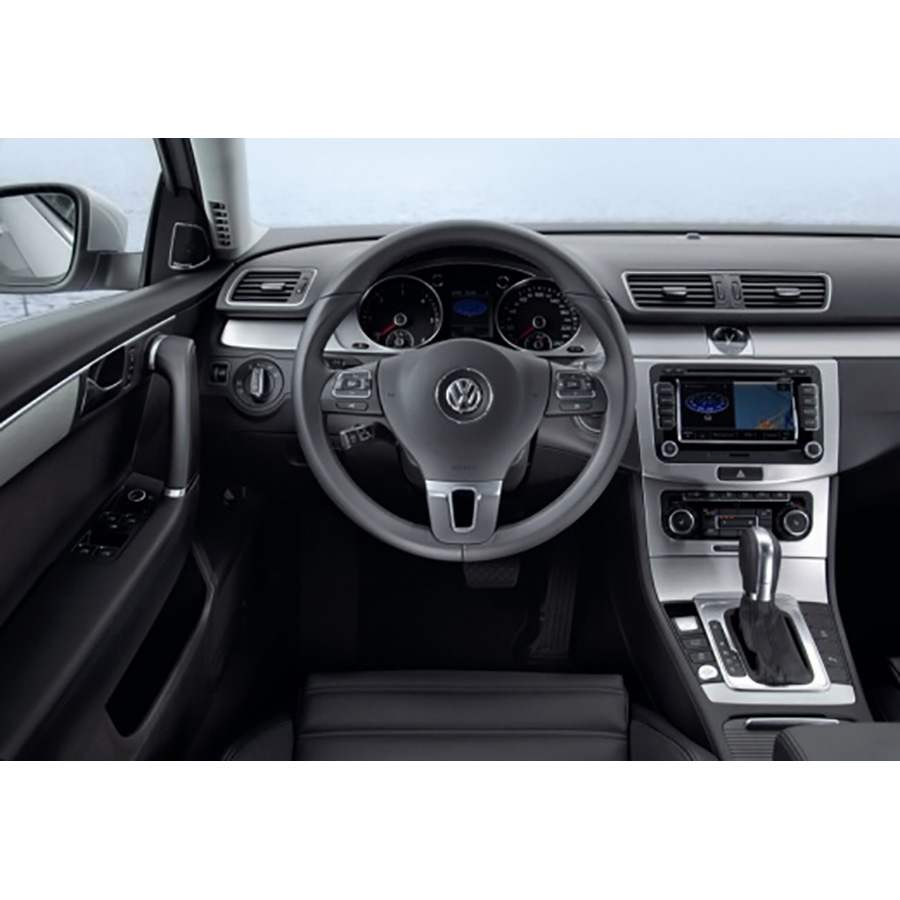 test volkswagen passat sw 2 0 tdi 140 cr bluemotion essai voiture routi re ufc que choisir. Black Bedroom Furniture Sets. Home Design Ideas